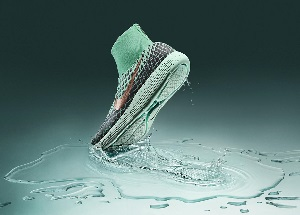 风雨无阻每一步:全新Nike LunarEpic Flyknit Shield跑鞋