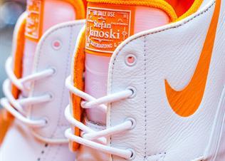 "700b339a79009 以热爱为名 —— Nike SB携手FLY打造 Zoom Janoski ""WAKE UP GO SKATE"""